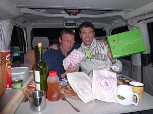 Zapata y Xus saboreando las delicias que nos regaló Concha